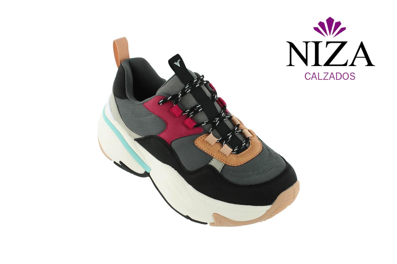 481b602c Y si no te atreves con los modelos con combinaciones en diferentes colores,  siempre puedes optar por ir a la moda, con sneakers como estas otras, ...